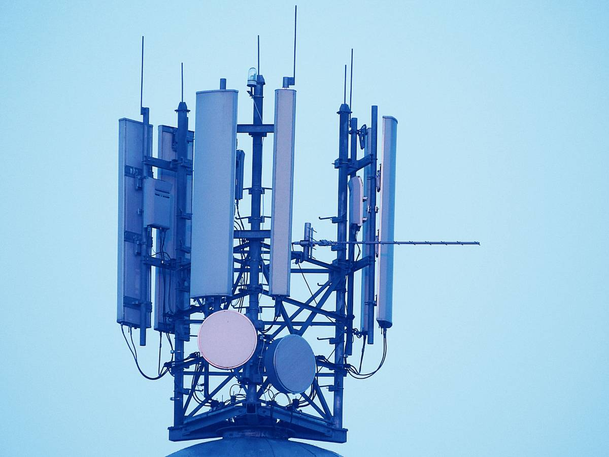 mobile-phone-masts-1120090_1920
